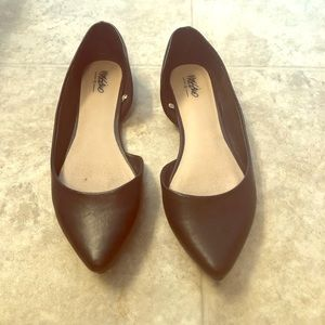Black pointed flats